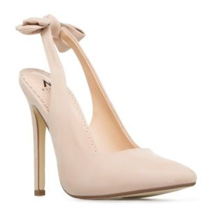Madison by Shoe Dazzle cream Lynden bow heels 7